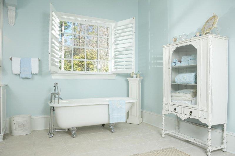 Colori Pareti Azzurro : Come scegliere i colori del bagno