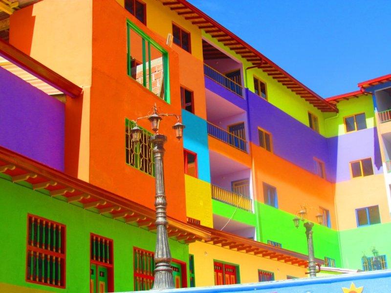 Colori parti condominiali facciate esterne e pareti interne for Pitturazioni moderne