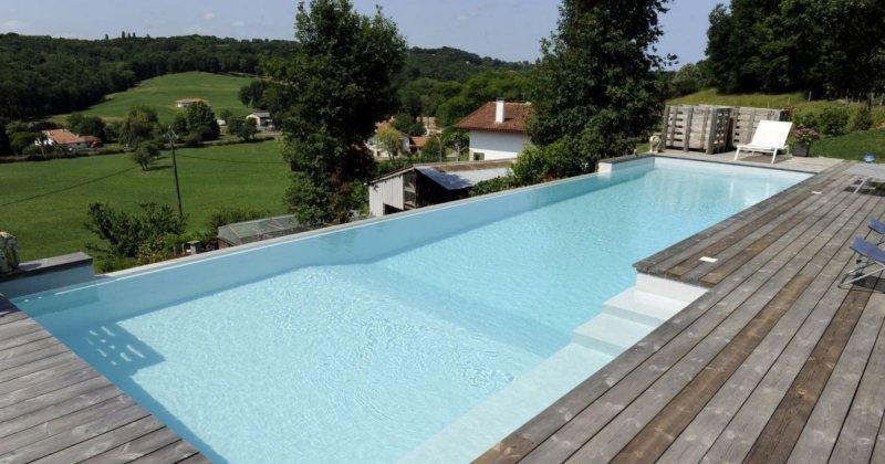 Come scegliere i colori di una piscina for Piscina fondo nero