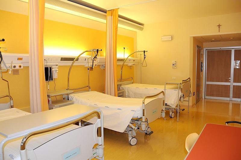 colore-pareti-clinica-ospedale-giallo