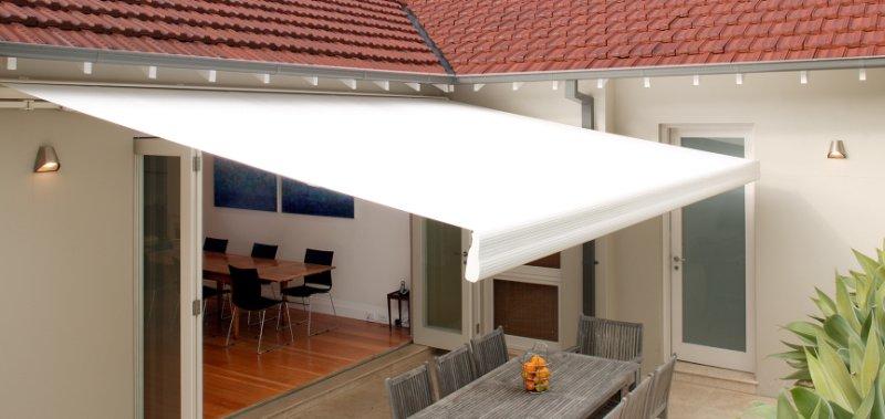 Come scegliere le tende da sole colori materiali prezzi - Colorare casa esterno ...