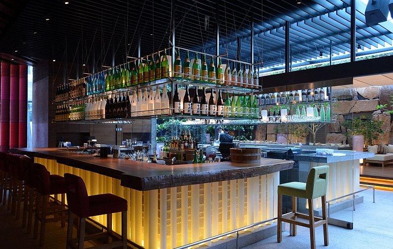 Come arredare un bar mobili colori pareti for Idee per arredare un bar