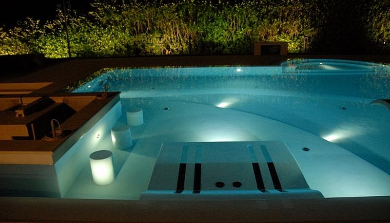 Piscine da esterno di design forme colori accessori - Lettini per piscine ...